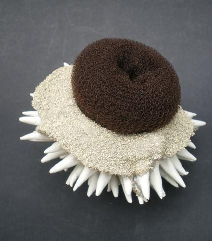 Sponge #3-2, porcelaine, verre, éponge, 15x10cm