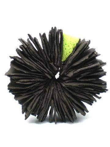 Sponge #1-2, grès noir et éponge, 15x7cm